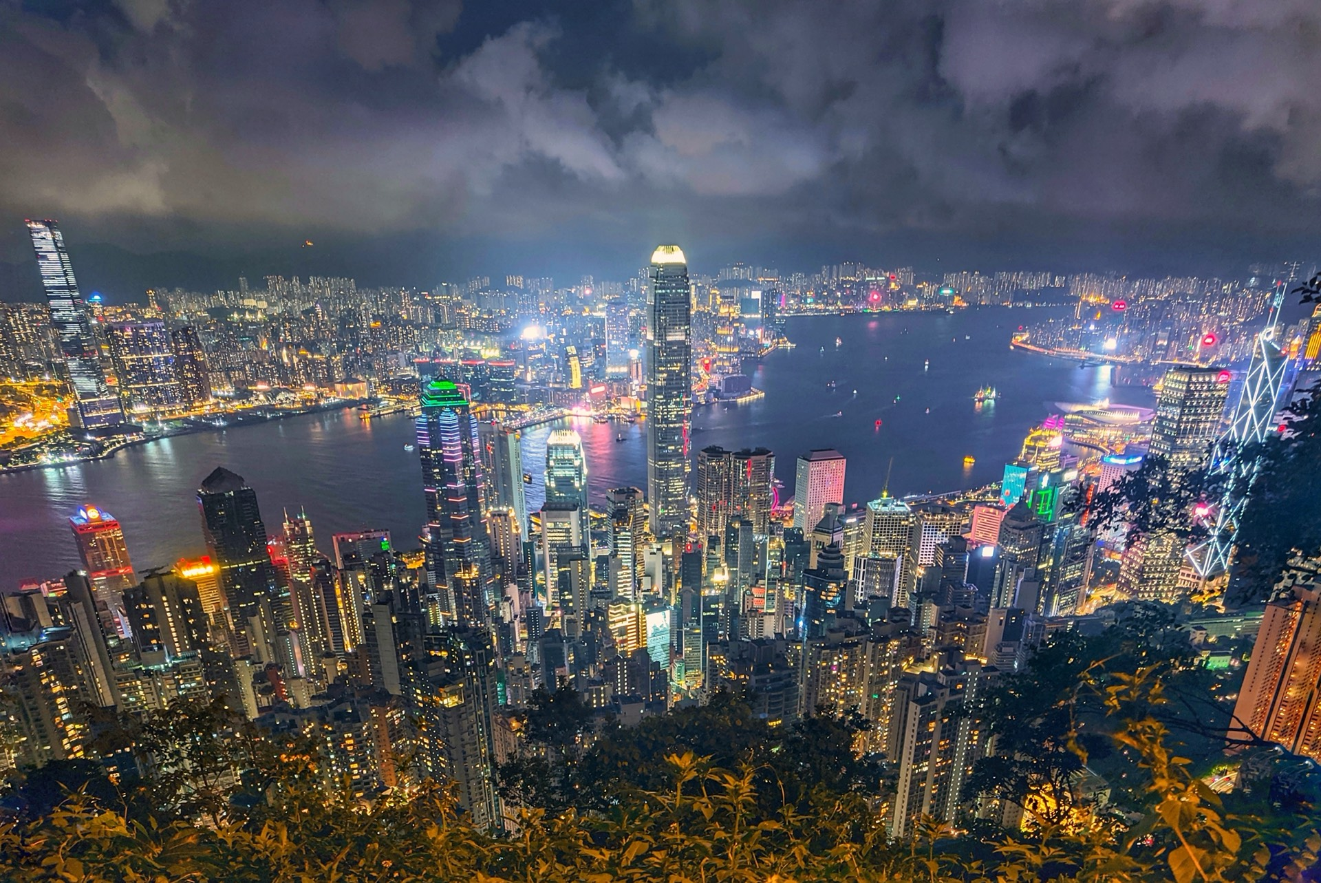 东侧的观景台,视角更接近媒体上常见的「香港」